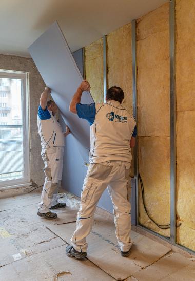 Odhlučnění stěny i celého bytu zařídí Modrá akustická deska